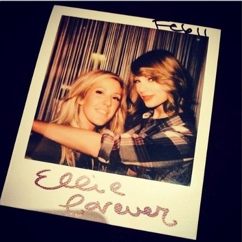12.fev.2014 -Cantora Taylor Swift aparece com cabelo curto