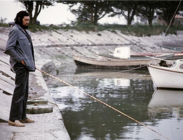 """O escritor argentino Julio Cortázar em foto do livro """"""""Cortázar de A a Z - Um álbum biográfico"""" - EFE"""