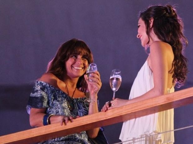 """13.fev.2014 - """"Em Família"""", Marina convida Clara para jantar em sua casa"""