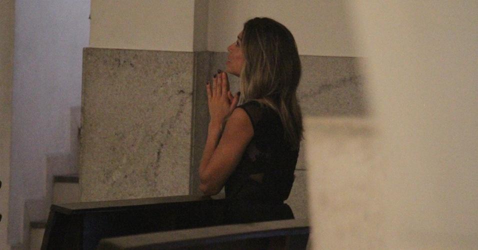 13.fev.2014 - Grazi Massafera vai à Paroquia São Francisco de Paula na Barra da Tijuca, no Rio de Janeiro