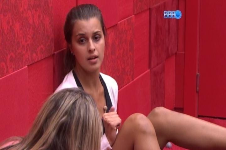14.fev.2014 - Angela acredita que Letícia e Marcelo vão se ficar