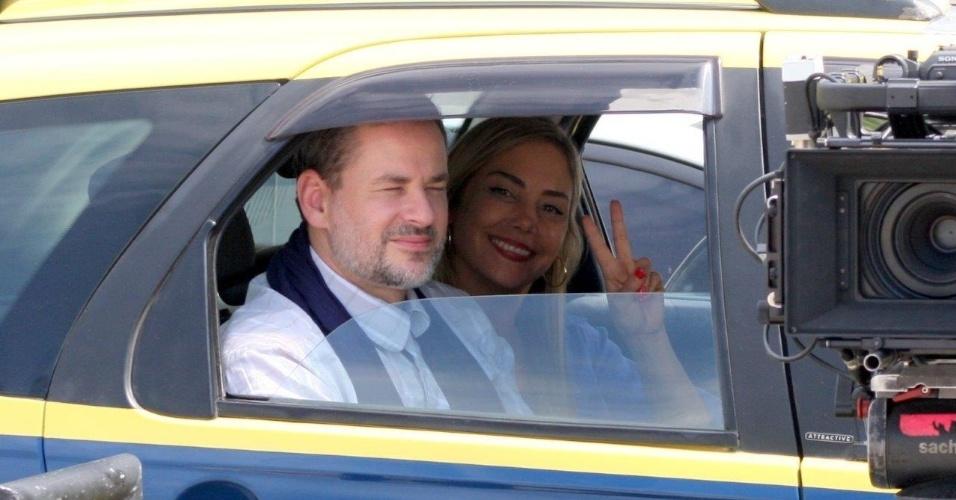 14.fev.2014 - Dan Stulbach e Heloísa Périssé gravaram cenas da série