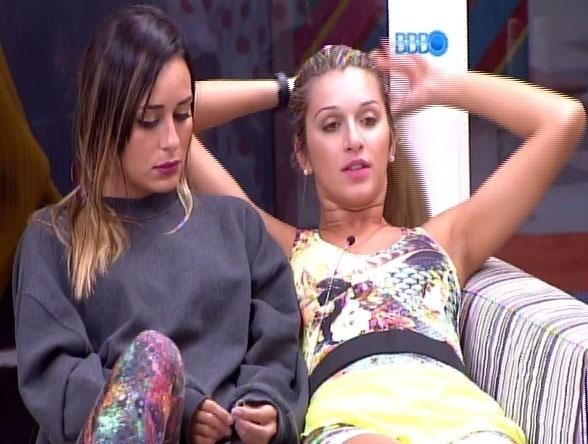 14.fev.2014 - Letícia revela, em conversa com Tatiele e Roni, que está