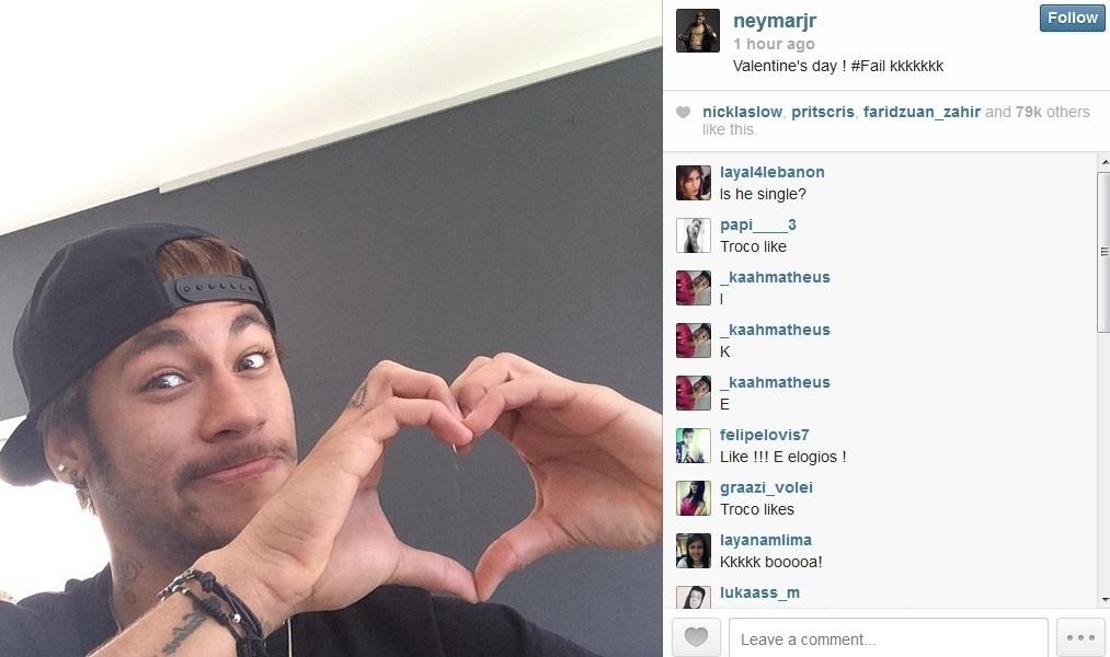 14.fev.2014 - Novo solteiro da praça, Neymar brincou com o