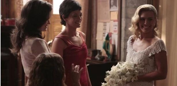Iolanda se prepara para o casamento com ajuda das amigas