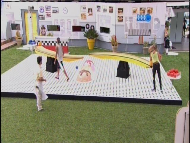 15.fev.2014 - Brother enfrentam prova Banana Split e Marcelo é o novo anjo