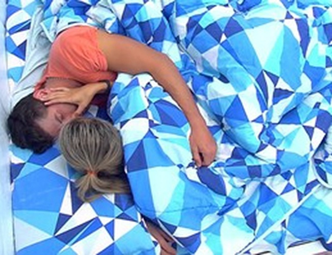 15.fev.2014 - Roni e Tatiele comentam tratamento a Letícia
