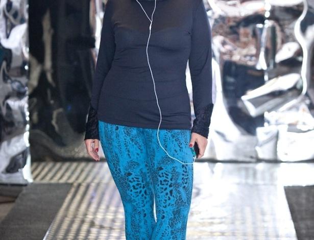 15.fev.2014 - As modelos, com manequins que variam do 46 ao 52, mostraram peças de sete marcas para a coleção de Inverno