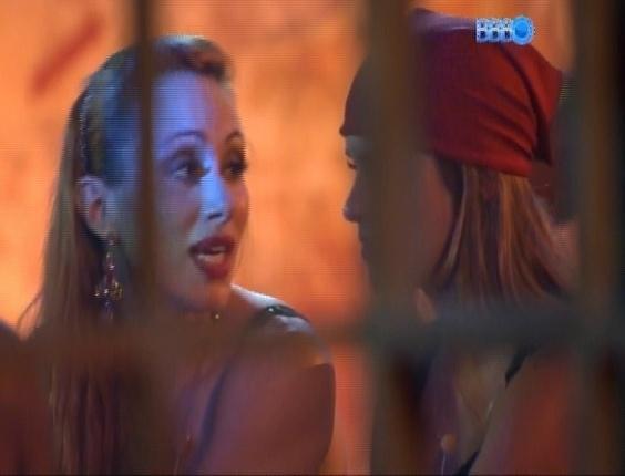 16.fev.2014 - Aline conta que já recebeu proposta de R$ 200 mil para posar nua para a Sexy