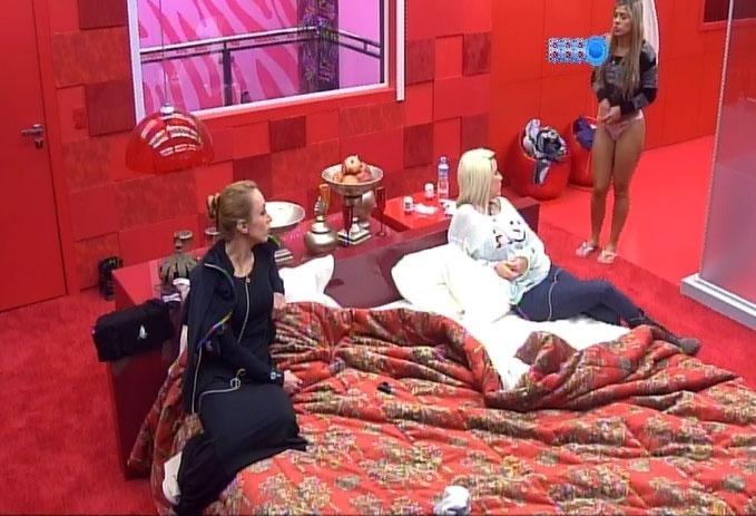16.fev.2014 - Clara, Vanessa e Aline criticam comportamento de Cássio