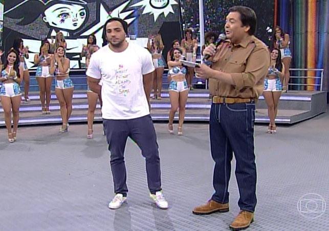 """16.fev.2014 - No """"Domingão"""", Junior culpou relação com Letícia por sua eliminação"""