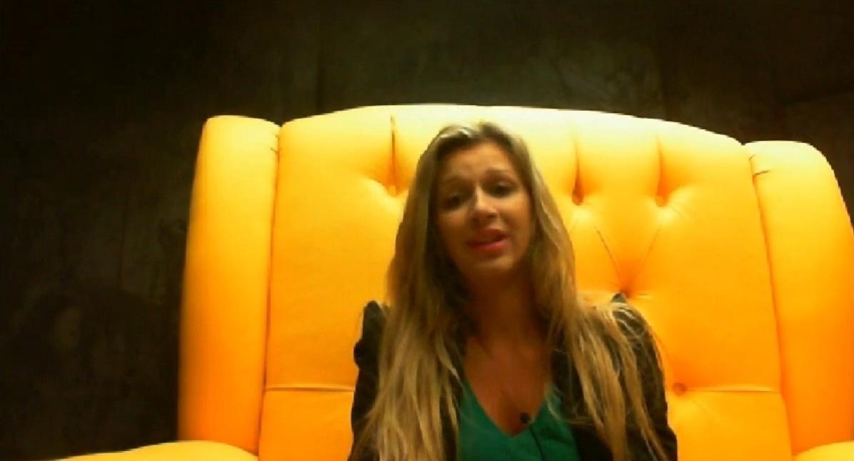 16.fev.2014 - Tatiele defende Letícia no raio-x: