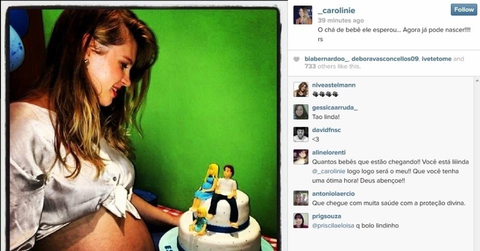17.fev.2014 - Às vésperas de dar à luz, Carolinie Figueiredo faz chá de bebê para o filho