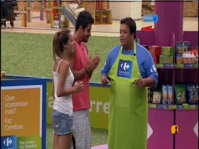 17.fev.2014 - Diego e Angela são sorteados para as compras da casa grande