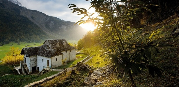 Típica casa italiana da região de Ticino, na Suíça, exposta no Swiss Open-Air Museum Ballenberg, em Brienz - Divulgação