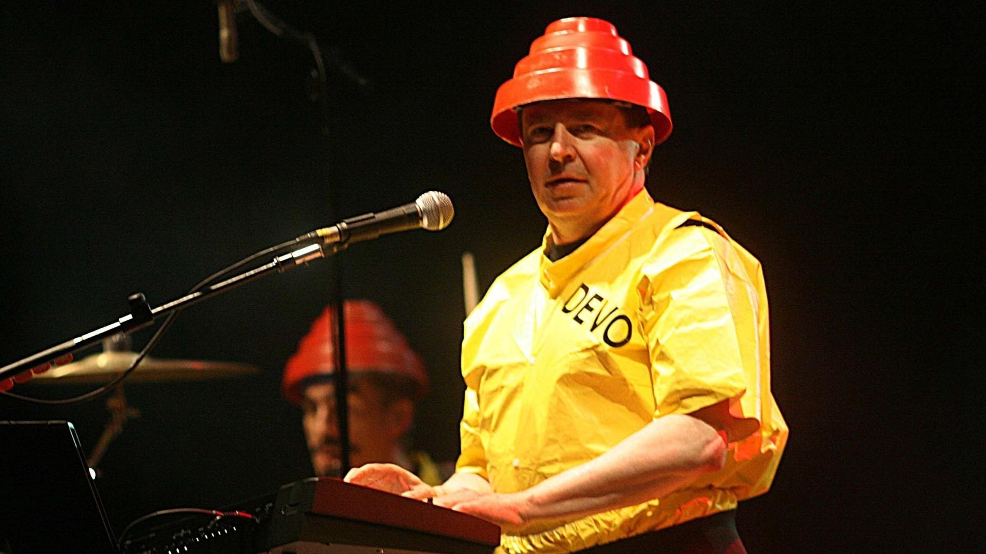 10.nov.2007 - Bob Casale durante apresentação do Devo no palco principal do festival Planeta Terra
