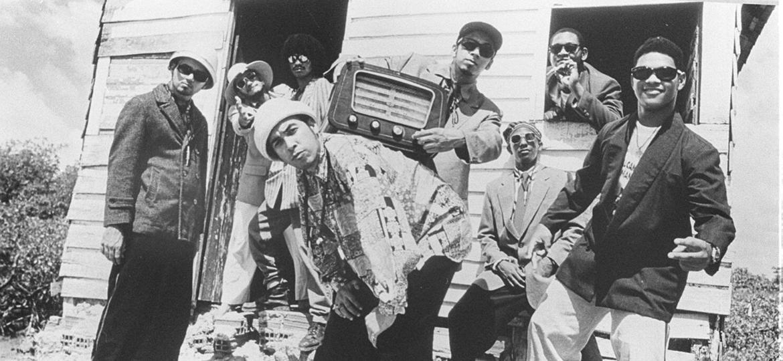 """18.fev.2014 - Chico Science & Nação Zumbi em imagem de 1994, na época do lançamendo do clássico álbum """"Da Lama ao Caos"""", que completa 20 anos - Divulgação"""