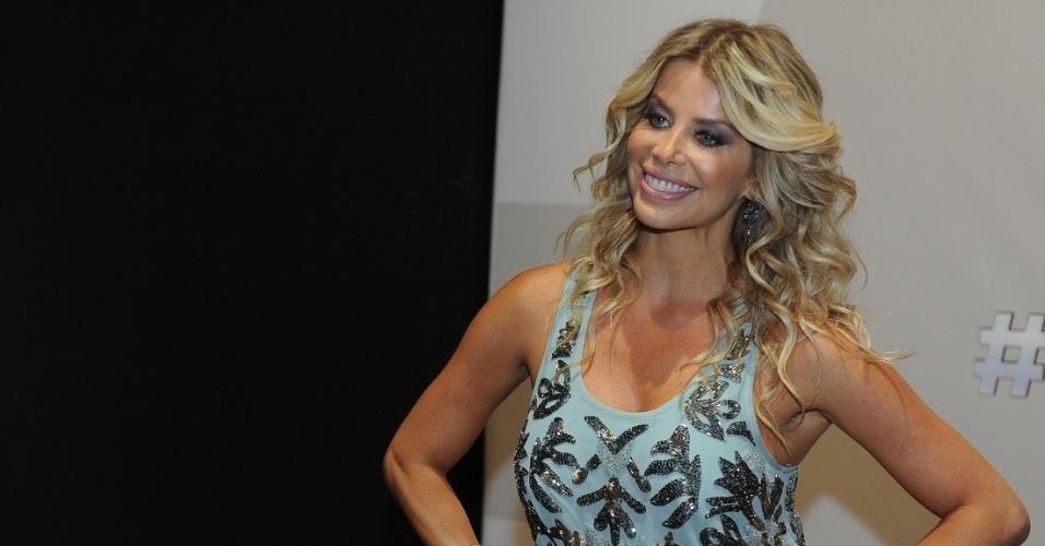 """18.fev.2014 - Com Karina Bacchi,  """"Menino de Ouro"""" estreia sua segunda temporada em 2014"""