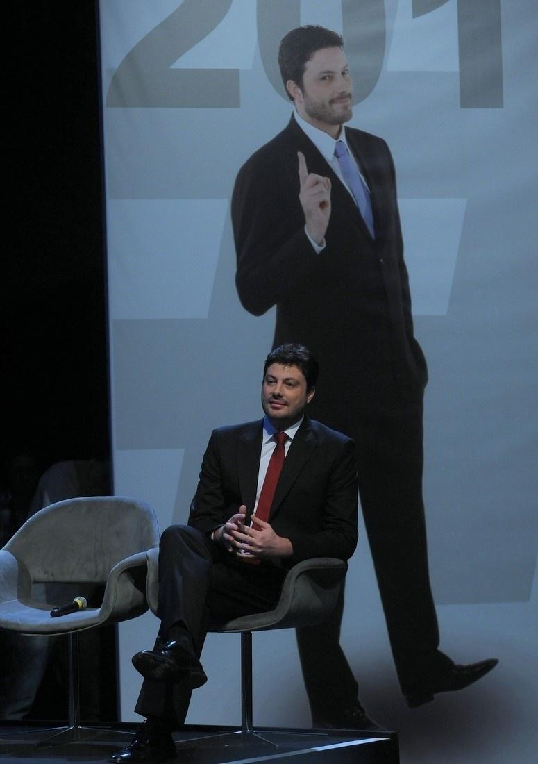 18.fev.2014 - Dani Gentili conta detalhes sobre sua estreia no SBT