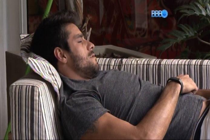 """18.fev.2014 - Diego diz que """"foi molestado"""" nesta noite pela """"ninfomaníaca do BBB"""""""