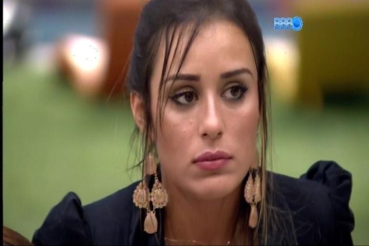 18.fev.2014 - Letícia tenta fazer as pazes com Angela, mas não tem sucesso