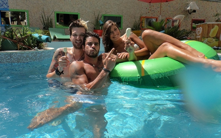 18.fev.2014 - E a diversão segue com Cássio, Diego e Franciele