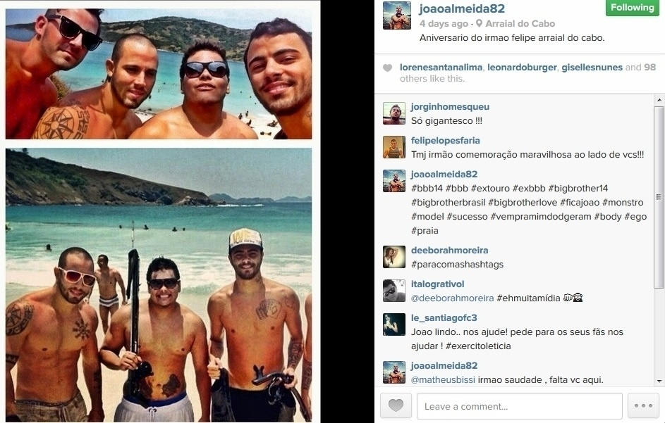 """19.fev.2014 - João Almeida, primeiro eliminado do """"BBB14"""", se diverte com os amigos em Arraial do Cabo, no Rio de Janeiro"""