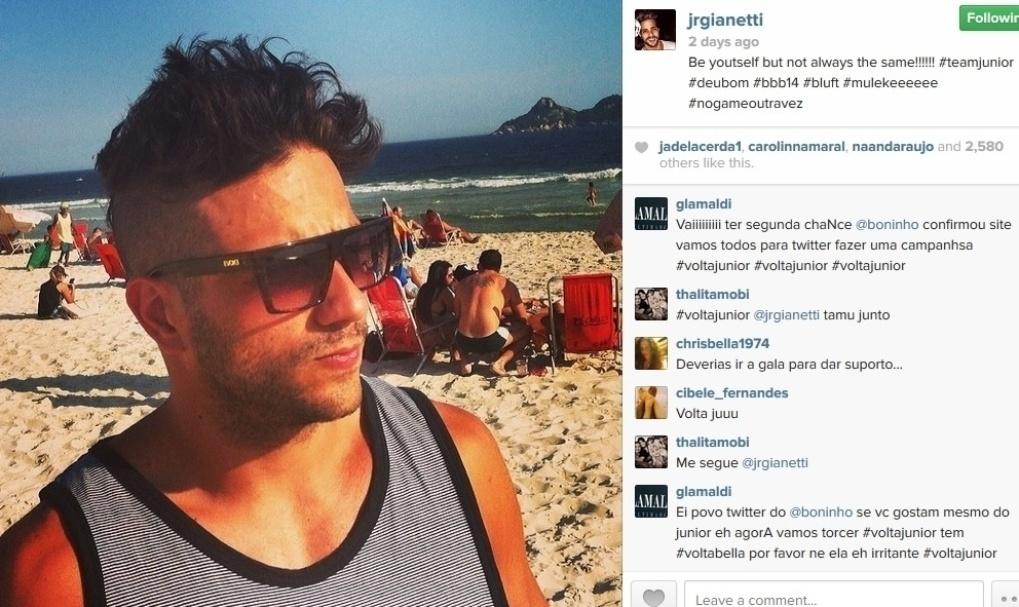 19.fev.2014 - Na mesma semana em que foi eliminado, Junior aproveitou para curtir a praia carioca