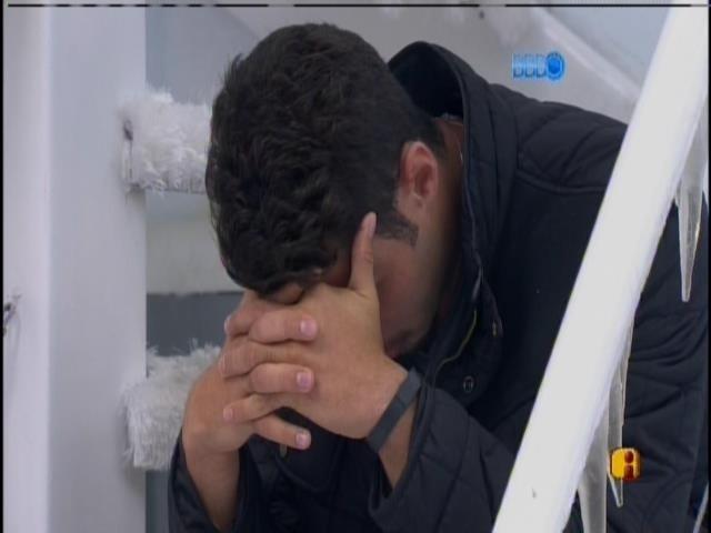 19.fev.2014 - No dia seguida à eliminação de Letícia, Marcelo acorda triste
