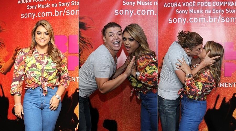 19.fev.2014 - Preta Gil ganhou beijo na boca de David Brazil durante sessão de autógrafos do seu novo DVD. O evento aconteceu em um shopping da zona oeste do Rio