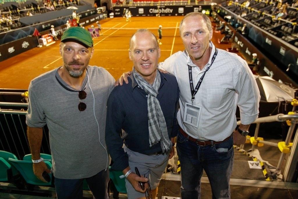 18.fev.2013 - José Padilha e Michael Keaton prestigiaram o Rio Open, maior torneio de tênis da América do Sul, que acontece no Jockey Club Brasileiro, no Rio