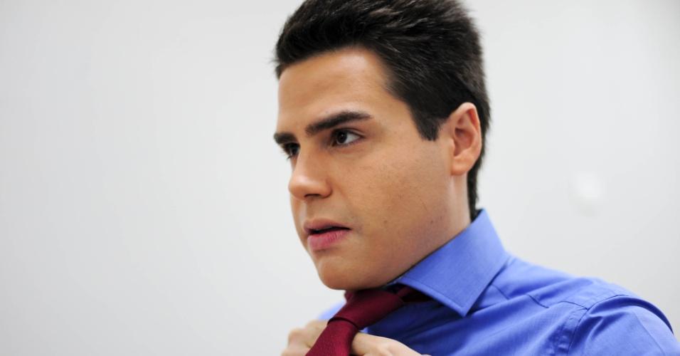 19.fev.2014 - Adepto da gravata, até por conta de sua aparência juvenil, Bacci acredita que o acessório lhe dá mais credibilidade