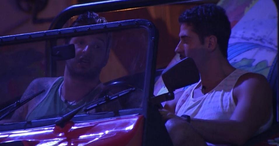 20.fev.2014 - Cássio diz a Marcelo que acha que Roni e Poli estão ameaçados