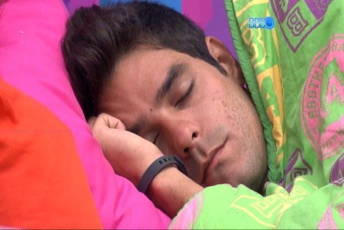 20.fev.2014 - Diego mostra irritação com Tatiele e diz que a Miss Cianorte não é tão bobinha assim