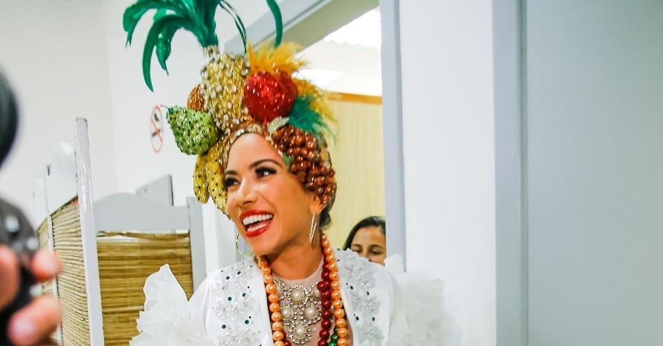 """20.fev.2014 - Patrícia Abravanel se fantasiou de Carmem Miranda para o especial de Carnaval do programa """"Máquina da Fama"""" que vai ao ar na próxima segunda (24)"""