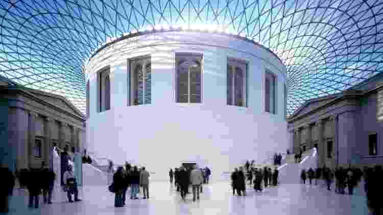 British Museum: Fundado em 1753 e visitado por cerca de seis milhões de pessoas anualmente, o British Museum é um dos principais museus de Londres. Reúne uma enorme quantidade de obras gregas, múmias egípcias, objetos romanos, entre outros. A belíssima e arrojada arquitetura do edifício que abriga o museu já vale a visita - Divulgação/BM - Divulgação/BM