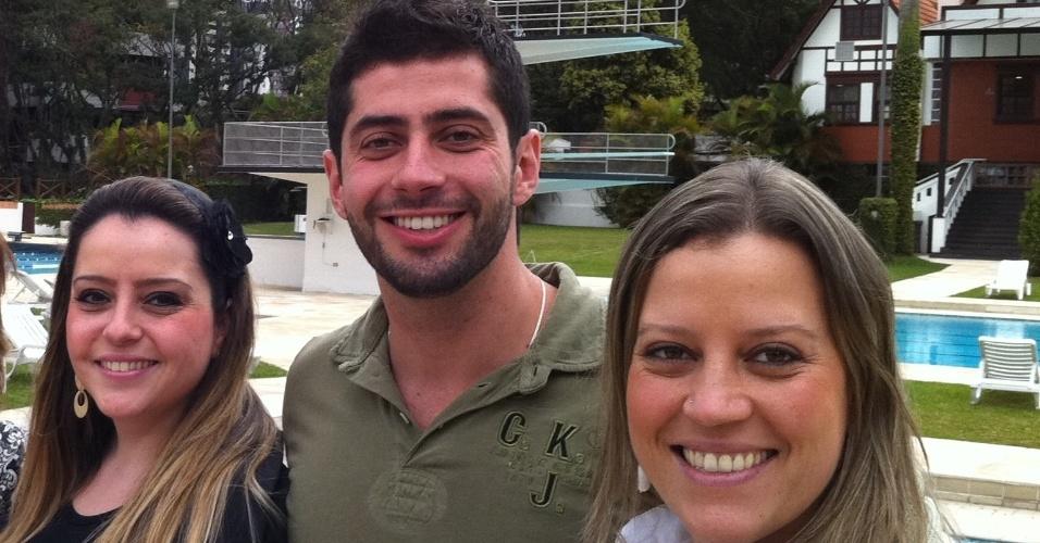 Marcelo Zagonel é o caçula da família. Na foto, ele aparece entre as irmãs Thais, que é farmacêutica, e Priscila, que é psicóloga