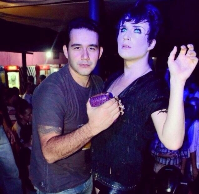 O ex-BBB Serginho, que participou da 10ª edição do programa, ao lado do seu irmão Beto, que é empresário
