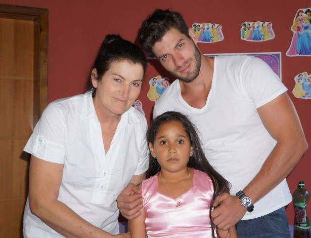 O modelo Roni com a mãe, Maria Lourdes Mazon, e a irmã Beatriz de Sá Matias