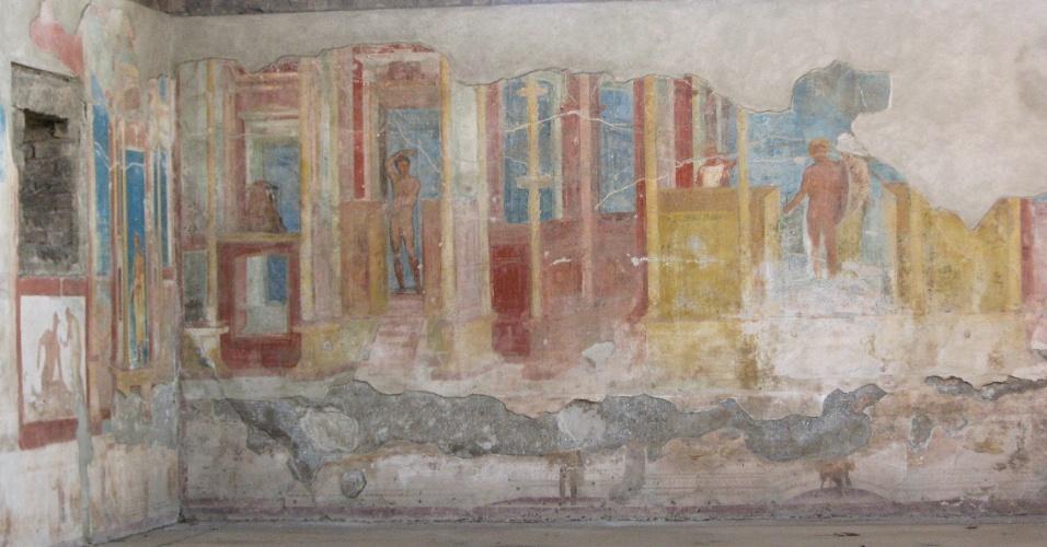 Em muitos locais do sítio arqueológico é possível ver as pinturas das casas e templos ainda preservados tal como eram, com suas cores e desenhos originais