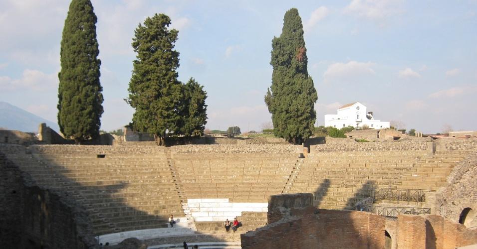 Vista geral do Teatro Grande, um dos locais mais importantes para apresentações musicais e teatrais na antiga cidade de Pompeia