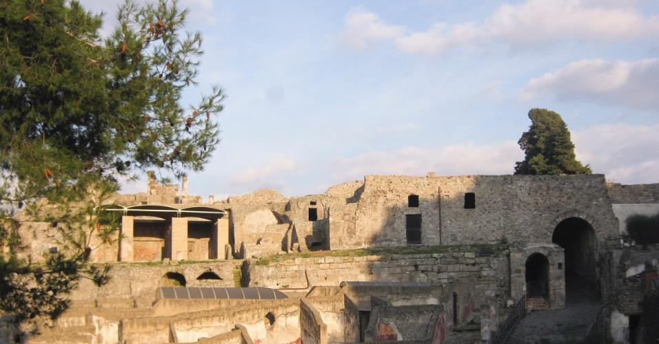 A vista na entrada da Porta Marina, a principal do local, já dá uma ideia do que espera o visitante no sítio arqueológico de Pompeia