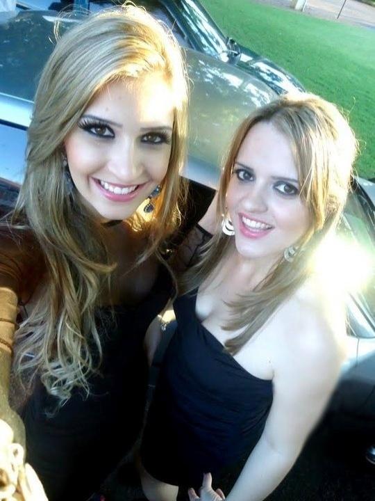 Tatiele Polyana com Taelly Silva. A irmã da miss Cianorte é administradora e ajuda o pai em uma empresa agrícola da família em Cianorte, no Paraná