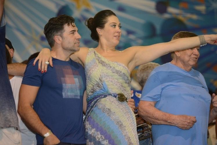 20.fev.2014 - Claudia Raia e o marido, Jarbas Homem de Melo, no ensaio da Beija-Flor