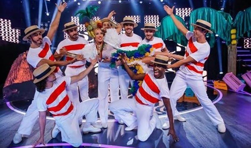 20.fev.2014 - Patrícia Abravanel se fantasiou de Carmem Miranda para o especial de Carnaval do programa
