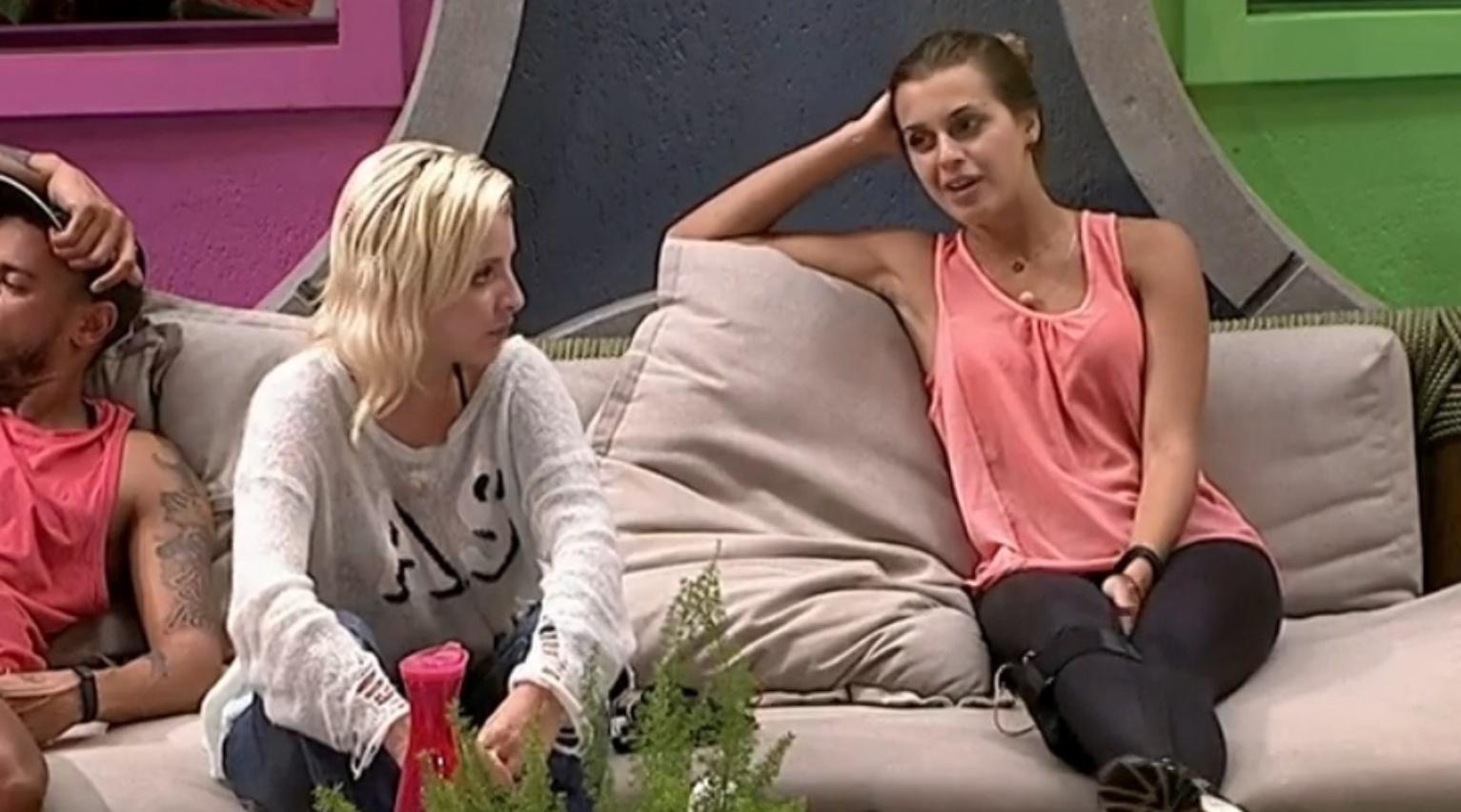 21.fev.2014 - Clara se arrepende de ter vetado Tatiele da prova do líder