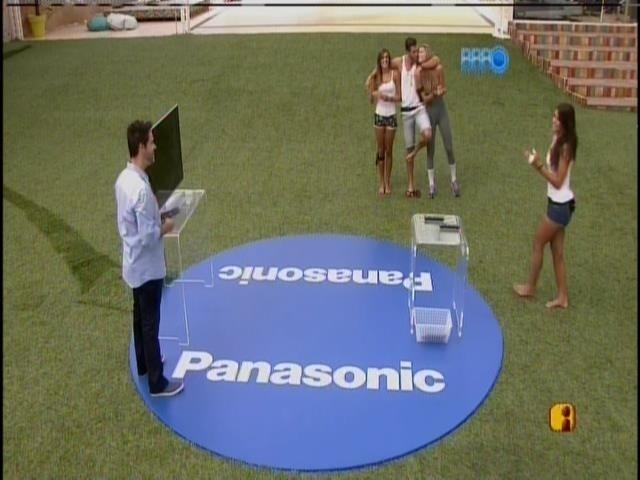 21.fev.2014 - Franciele, Tatiele, Roni e Angela são classificados para prova do anjo