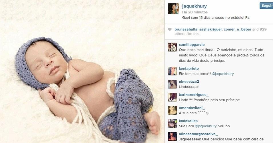 """21.fev.2014 - Jaque Khury mostra pela primeira vez o filho Gael. A ex-BBB postou três fotos do bebê em seu Instagram. """"Gael com 15 dias arrasou no estúdio"""", escreveu uma  legenda da imagem. Jaque deu à luz no dia 24 de janeiro"""