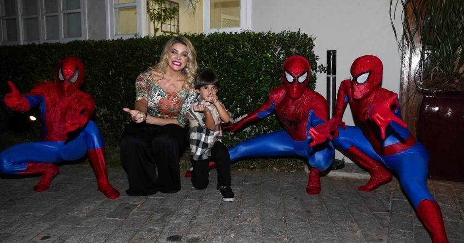 21.fev.2014 - Mari Alexandre comemora o aniversário de Záon, seu filho com Fábio Jr. em São Paulo