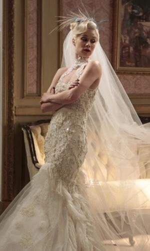 Casamento de Aurora (Mariana Ximenes) na novela Joia Rara (Globo). O vestido é inspirado na peça que Carrie (Sarah Jessica Parker) usou em
